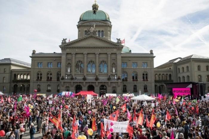 الشرطة السويسرية تُفرق تظاهرة ضد إجراءات كورونا