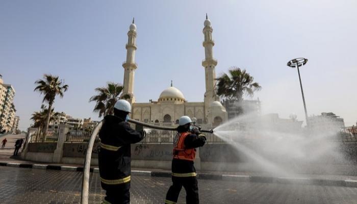 غزة تفتح مساجدها تدريجيًا للمصلين