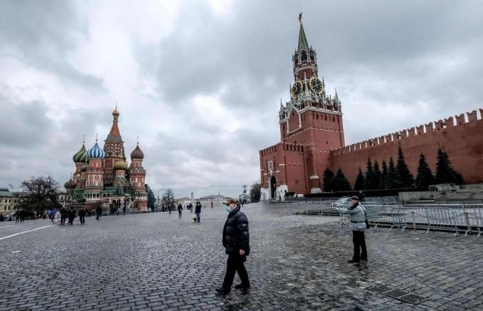 روسيا تُسجل 68 وفاة و8764 إصابة جديدة بكورونا