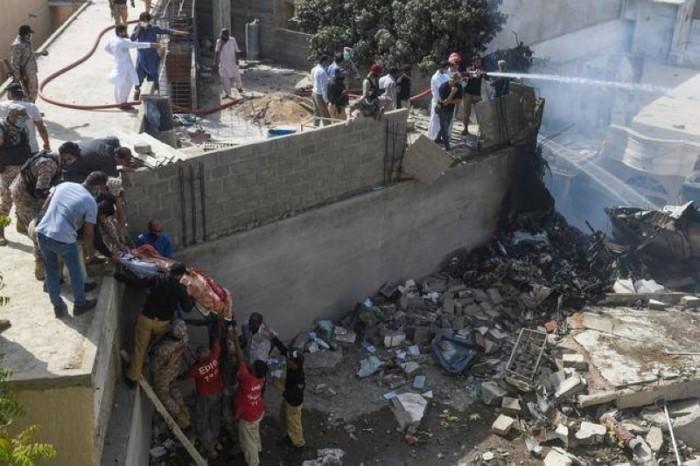 انتشال 40 جثة حتى الآن من طائرة الركاب الباكستانية المحطمة