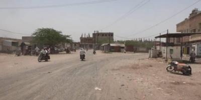 الحوثيون يطلقون النار على المارة في حيس