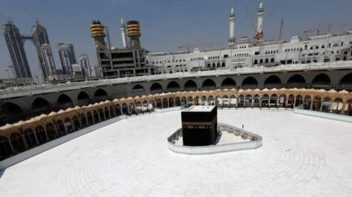 بدون مصلين.. السعودية تسمح بأداء صلاة العيد بالحرمين الشريفين
