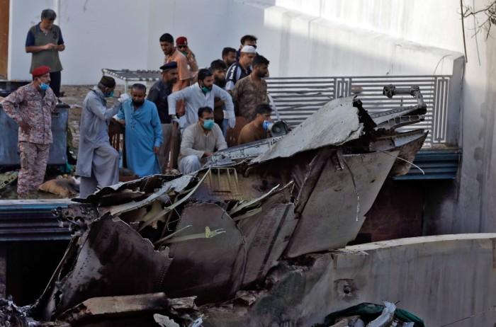 باكستان تُعلن العثور على الصندوق الأسود للطائرة المنكوبة