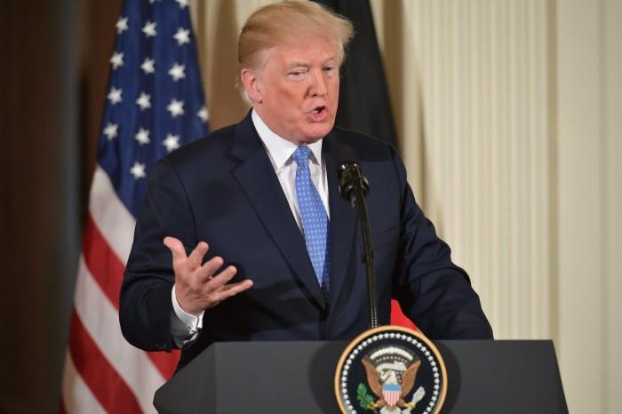 ترامب يدعو لوقف التدخل الأجنبي في ليبيا وفرض التهدئة