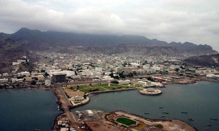 رياح ترابية تضرب العاصمة عدن