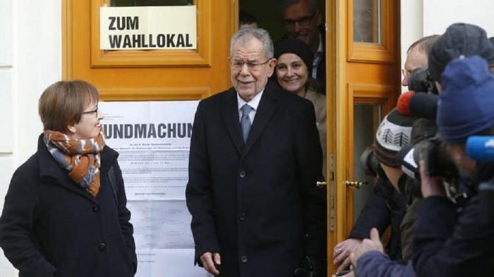 بعد ضبطه بأحد المطاعم.. الرئيس النمساوي يعتذر على كسر قيود كورونا