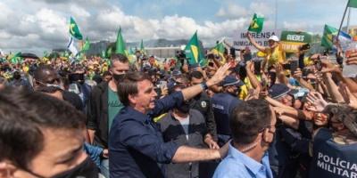 رغم تفشي كورونا..الرئيس البرازيلي ينضم لمظاهرة مؤيدة له