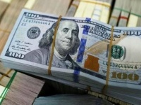 ارتفاع سعر الدولار تأثراً بمخاوف من مواجهة بين أمريكا والصين