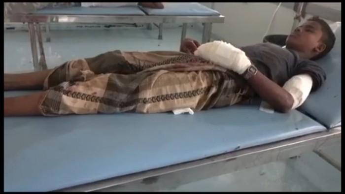 شاهد.. إصابة طفل بقذيفة هاون حوثية في الجبلية