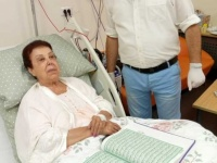 شاهد أول صورة للفنانة رجاء الجداوي من داخل مستشفى العزل (صورة)