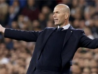 ريال مدريد يجدد التفاوض مع نجم أياكس الهولندي