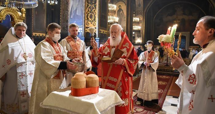 أسقف روماني يعيد قداس عيد الفصح الأرثوذكسي لمن منعته كورونا