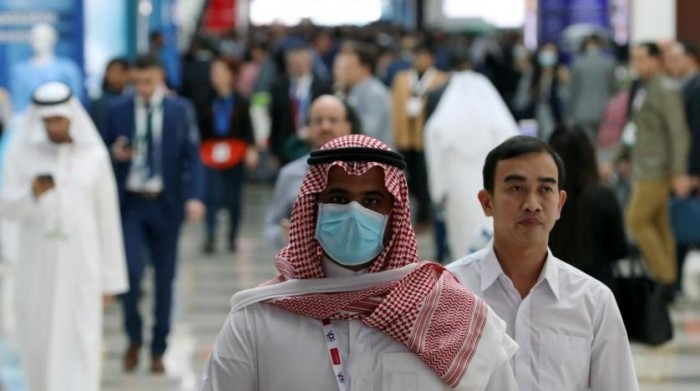 الإمارات تُعلن وفاة شخصين و883 إصابة جديدة بكورونا