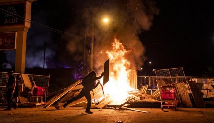 حاكم ولاية مينيسوتا يستدعي الحرس الوطني لمواجهة الاضطرابات