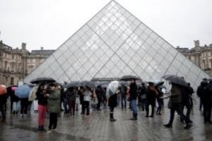 متحف اللوفر الفرنسي: مستعدون لإعادة فتح أبوابنا أمام الجمهور