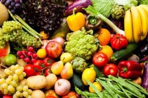انخفاض الطماطم..ننشر أسعار الخضروات والفواكه بأسواق عدن