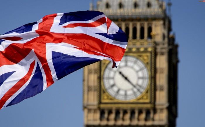 بريطانيا تُسجل 215 وفاة جديدة بفيروس كورونا