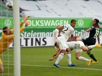 انتراخت فرانكفورت يفوز على فولفسبورج بالدوري الألماني