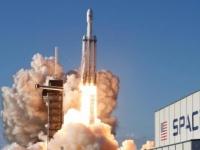 """عاجل..أمريكا تنجح في إطلاق الصاروخ """"SPACEX"""" إلى الفضاء"""