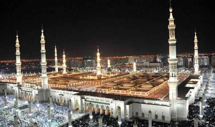 المسجد النبوي يستقبل المصلين بعد إغلاق 70 يومًا