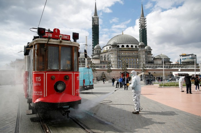 تركيا تُسجل 25 وفاة و839 إصابة جديدة بفيروس كورونا