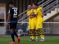 مدرب دورتموند يثني على لاعبيه عقب الفوز بسداسية على بادربورن