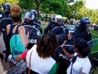 عاجل ..اشتباكات بين الشرطة والمحتجين بمحيط البيت الأبيض
