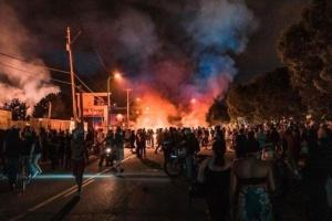 بسبب الاحتجاجات.. حريق في كنيسة سانت جون بالبيت الأبيض