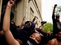 إعلامي يكشف سبب اندلاع التظاهرات في أمريكا