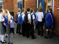 بريطانيا تُعيد فتح المدارس بعد شهور من الإغلاق