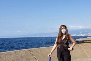 بالكمامة.. أروى على البحر في جلسة تصوير جديدة