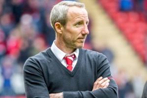 تشارلتون: بعض لاعبينا يرفضون استكمال دوري الدرجة الأولى الإنجليزي