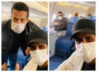 بالكمامات.. حمدي الميرغني بصحبة شريف سلامة على متن طائرة