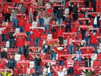 المشجعون في المجر يتجاهلون كورونا ويقبلون على شراء تذاكر الكأس المحلية