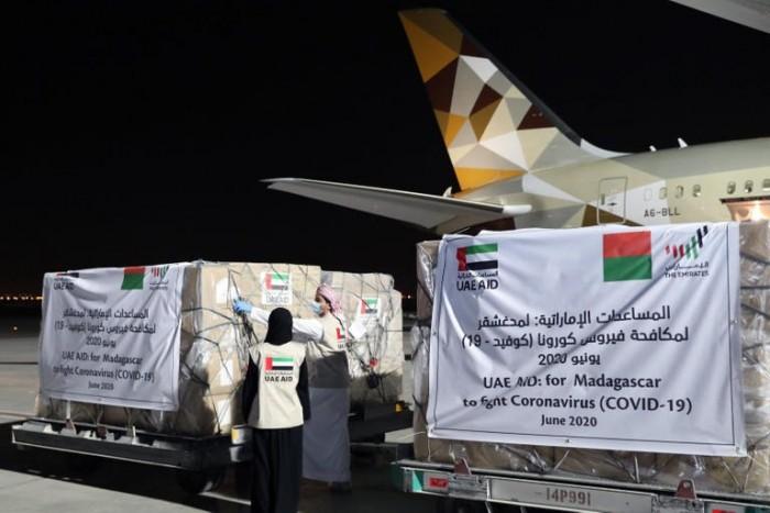 """أخرها في مدغشقر.. طائرات الإمارات تواصل دعمها للعالم في مكافحة """"كوفيد-19"""""""