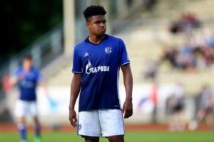 مكيني لاعب شالكه يرحب بمواقف اللاعبين ضد العنصرية في الدوري الألماني