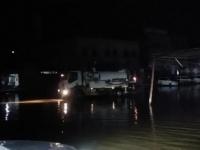 """بالصور.. تنسيق """"انتقالي أبين"""" ومؤسسة المياه لإزالة مخلفات الأمطار"""
