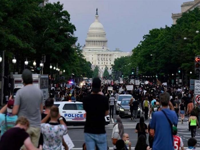 مجددًا.. آلاف المُحتجين يحتشدون في محيط البيت الأبيض
