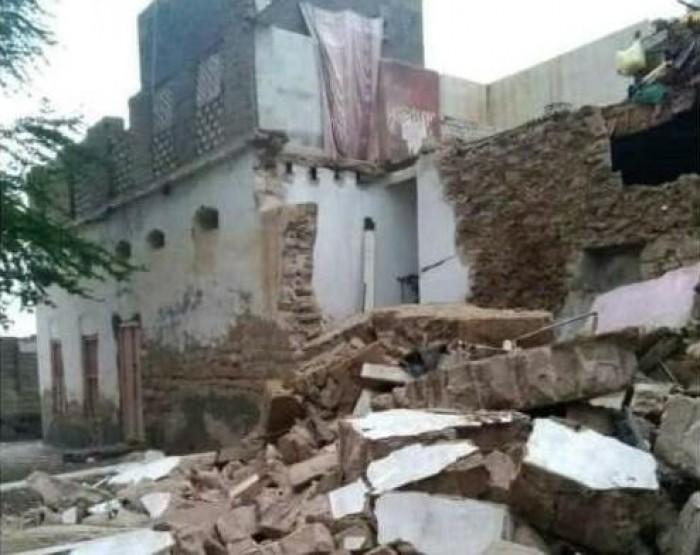 سيول حجر تدمر 97 منزلا ومزرعة والجبال ملاذ النازحين
