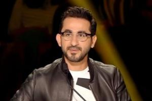"""بـ """"الكمامة"""".. أحمد حلمي يمازح جمهوره في أحدث ظهور له"""