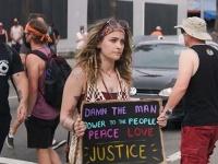 بالصور.. هؤلاء النجوم شاركوا في المظاهرات ضد العنصرية بأمريكا