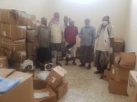 """وصول مساعدات إماراتية إلى """"مراكز العزل"""" في ردفان"""
