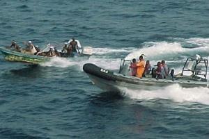إنقاذ 4 أفراد من طاقم الباخرة الإيرانية الغارقة