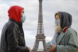 فرنسا: سيطرنا على وباء كورونا داخل أراضينا