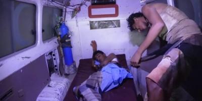 قنبلة حوثية بمنزل في حي منظر تخلف جريحين
