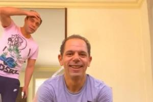 بالفيديو.. محمد إمام برفقة شقيقه رامي في الجيم