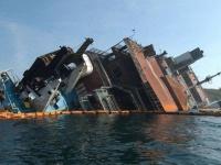 لحظة غرق سفينة إيرانية بالمياة العراقية (فيديو)