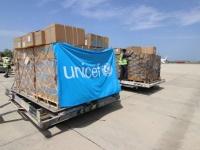 بالصور.. طائرة إمدادات طبية تصل العاصمة عدن