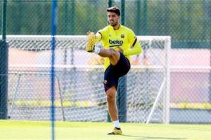 سواريز يحصل على الضوء الأخضر للمشاركة في المباريات مع برشلونة
