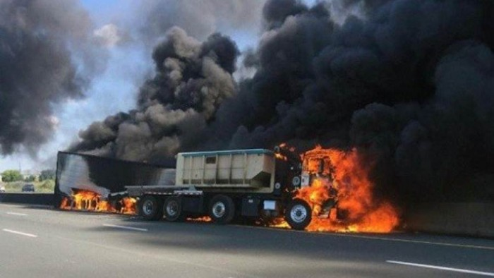الصين.. اشتعال شاحنة صهريجية ومصرع 14 شخصًا